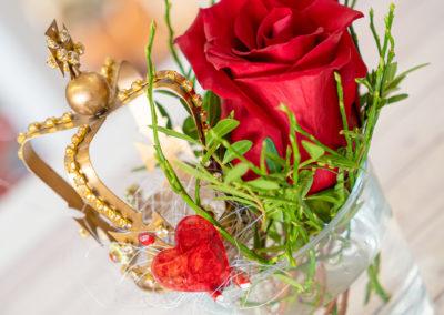 08120 Gartenbaugruppe Wuerzburg Valentinstag Rose Mit Herz Und Krone
