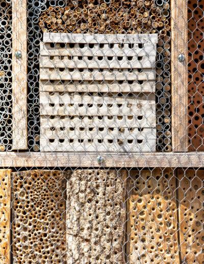 ein Insektenhotel ist angewandter Umweltschutz